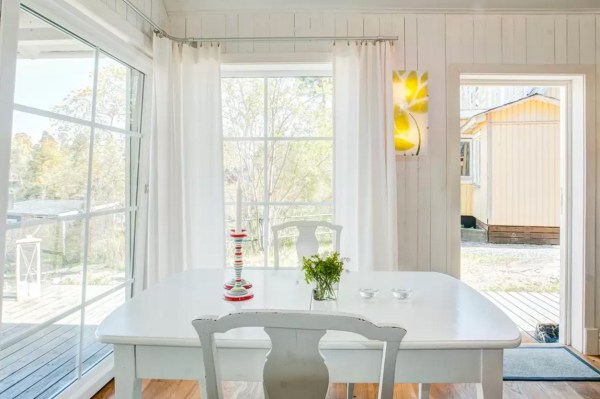 Tiny Bungalow by the Sea in Sweden 006
