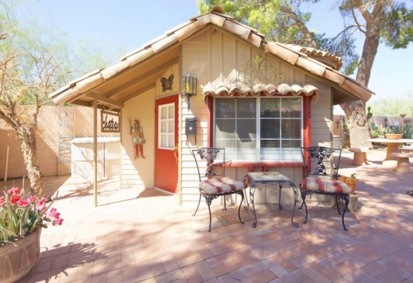 Tiny Cottage Retreat Vacation in Scottsdale 001