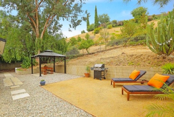 Tiny Cottage in Los Angeles For Sale via TinyHouseTalk-com 009