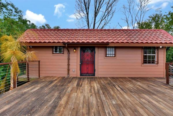 Tiny Cottage on Stilts in Houston Texas For Sale 001