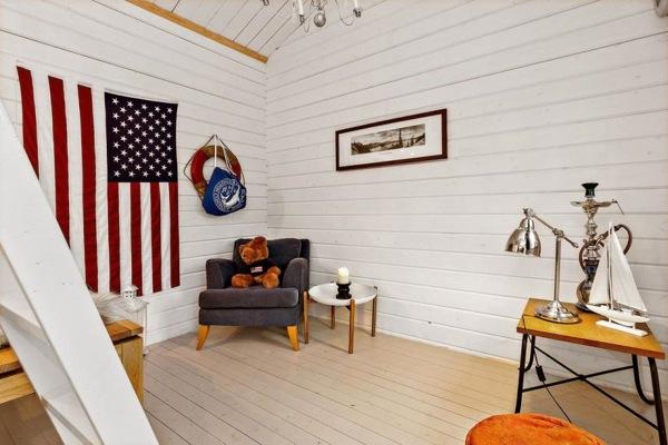 Tiny-Farm-Cottage-Loft-003