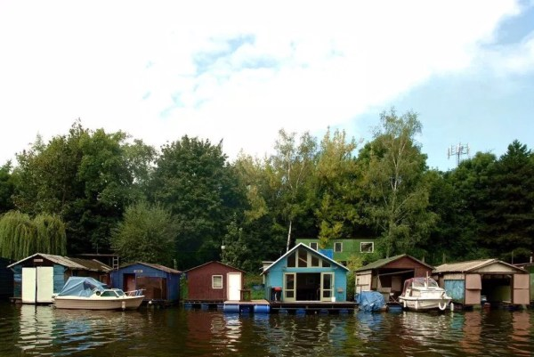 Tiny Floating Home in Prague 0015