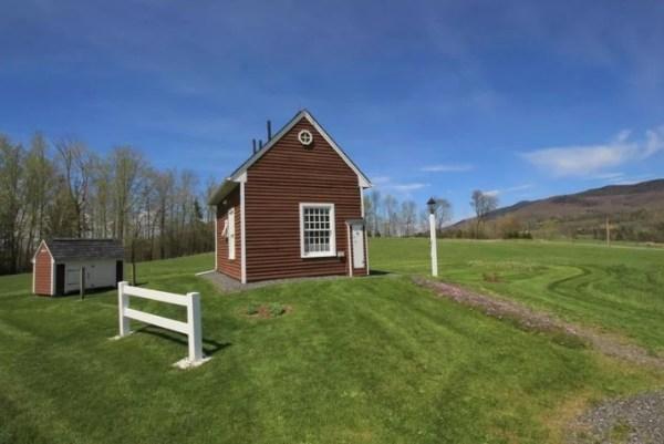 Tiny House In Vermont On 10 Acres