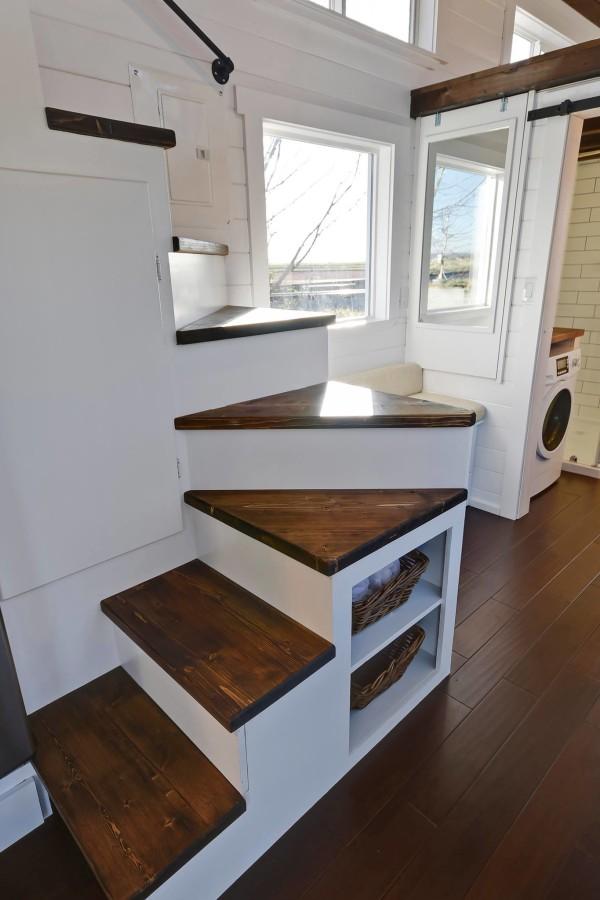 Kelly Davis Architect tiny house with full kitchen and bathroom :  brightpulse