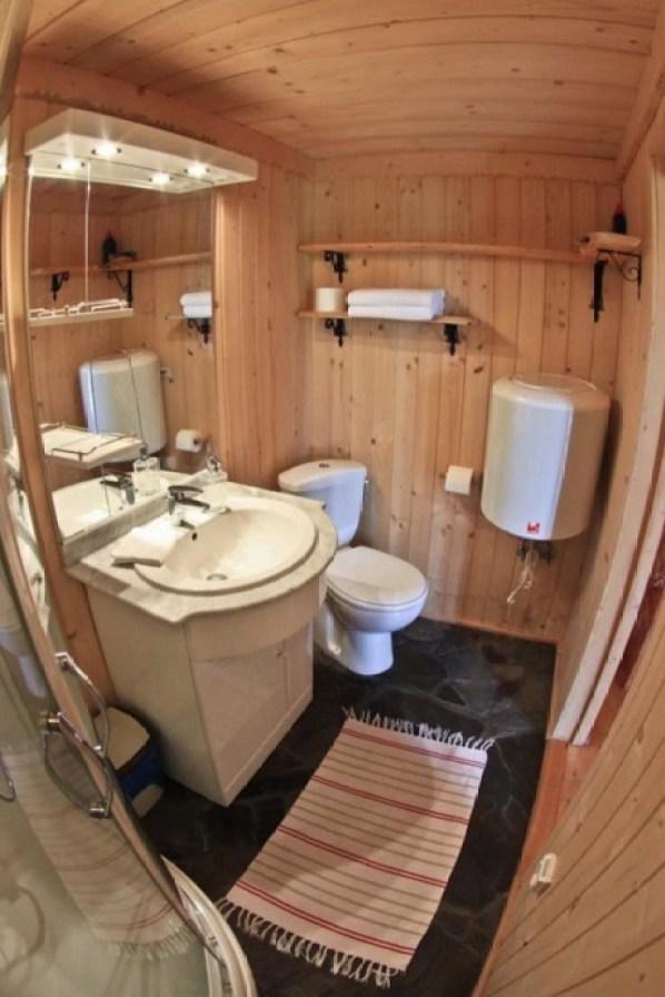 Tiny Log Cabin in Poland 004