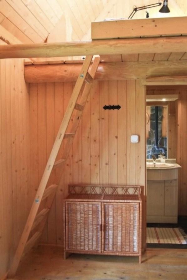 Tiny Log Cabin in Poland 005