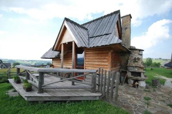 Tiny Log Cabin in Poland 008