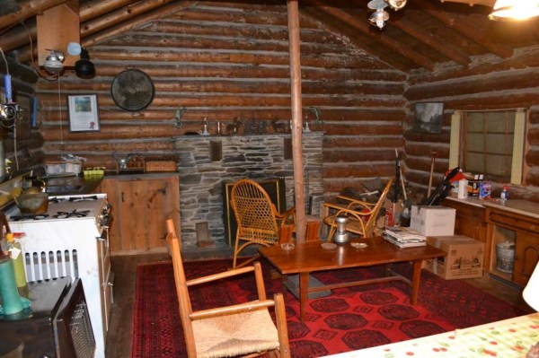 tiny-log-cabin-on-17-acres-in-vermont-002