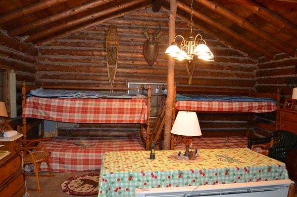 tiny-log-cabin-on-17-acres-in-vermont-005