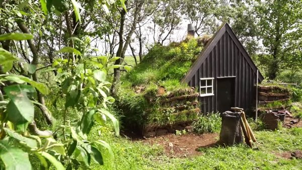 tiny-turf-houses-in-iceland-via-exploring-alternatives-001