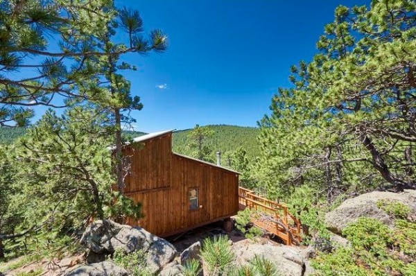 tiny-vintage-cabin-in-the-colorado-mountains-004