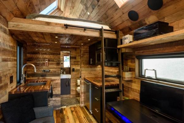 tipsy-the-tiny-house-seattle-vacation-spot-015