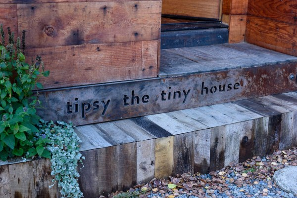 tipsy-the-tiny-house-seattle-vacation-spot-017