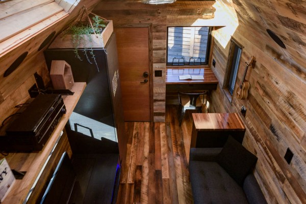 tipsy-the-tiny-house-seattle-vacation-spot-018