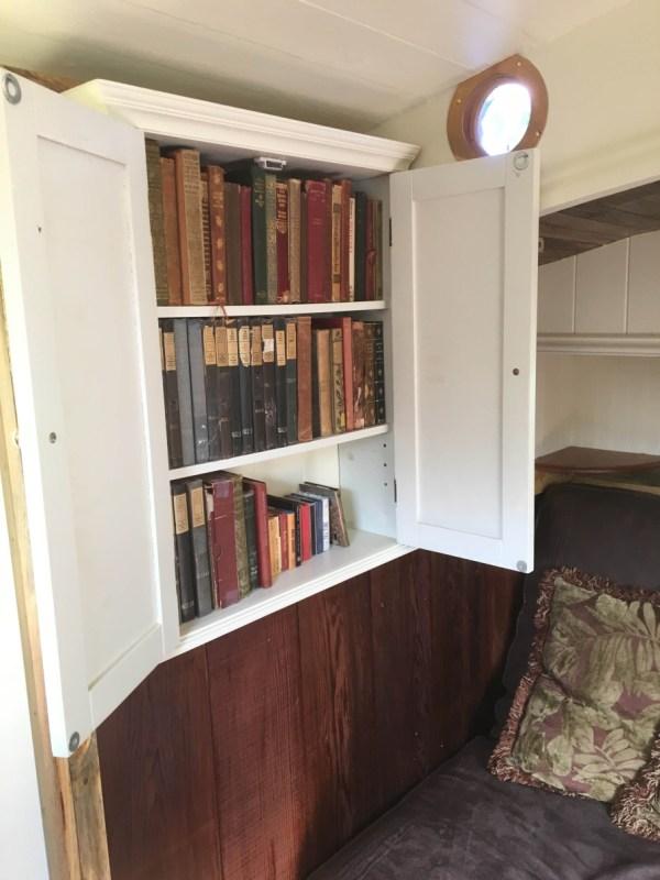 tonys-amazing-old-fashioned-trailer-coach-tiny-house-003