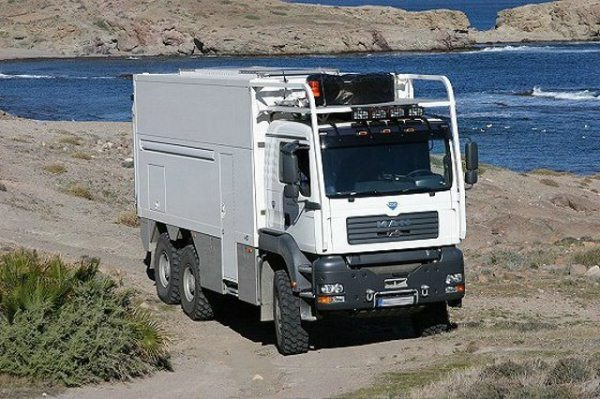 Unicat-TerraCross-off-road-house-truck-tiny-home-001