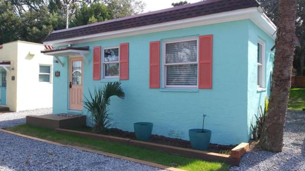 Vintage Tiny Cottage in Folly Beach 0013