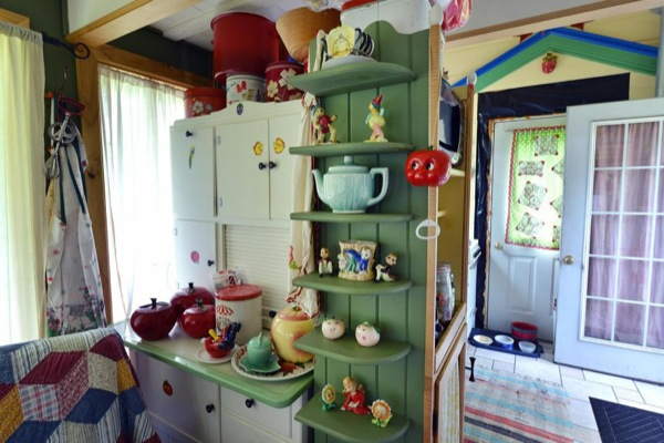Whimsical-Rudolph-Cottage-in-Amish-Country-09