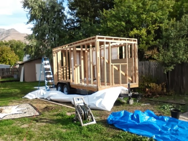 Woman-Builds-Her-Own-Tiny-House-Wheels-004