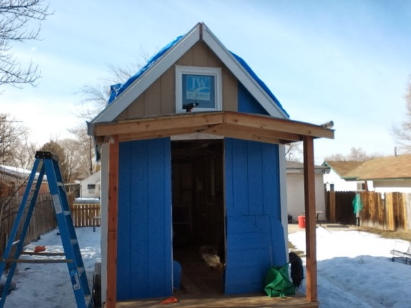 Woman-Builds-Her-Own-Tiny-House-Wheels-009