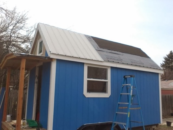 Woman-Builds-Her-Own-Tiny-House-Wheels-010