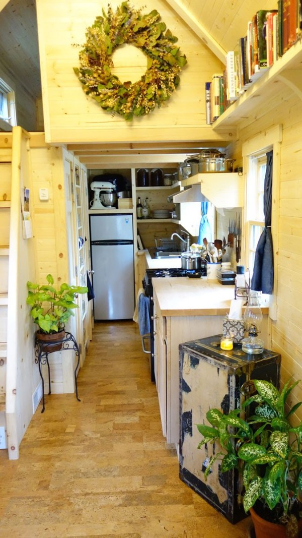 Womans Fy Nyth House on Wheels 003