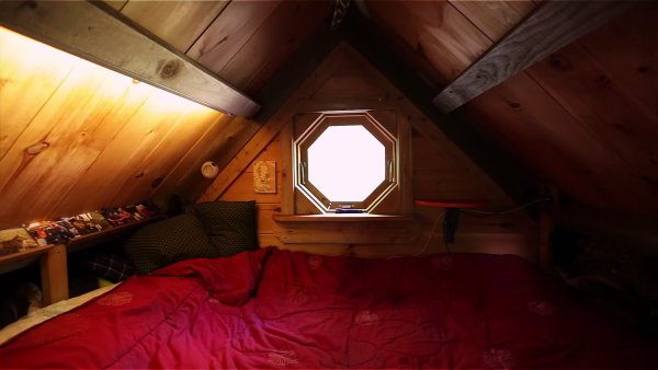 Young Man Who Built His Own Off-Grid Tiny House As a Late Teen 003