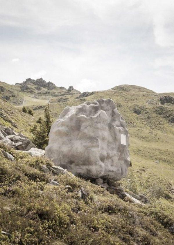 antoine-bureau-a-stone-shaped-tiny-cabin-006