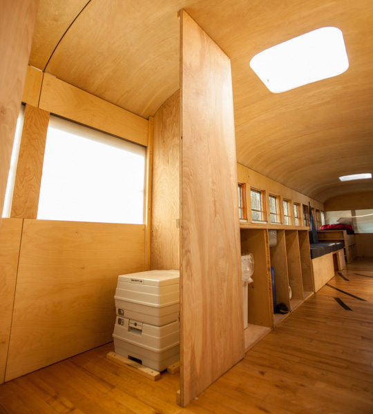 arch-student-turns-old-school-bus-to-modern-mobile-home-0011