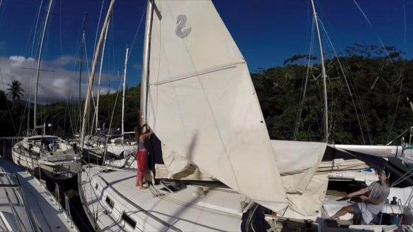 australian-couple-traveling-world-sailboat-004