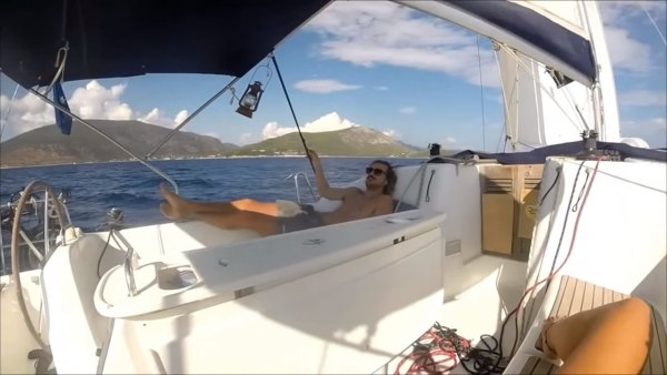 australian-couple-traveling-world-sailboat-006