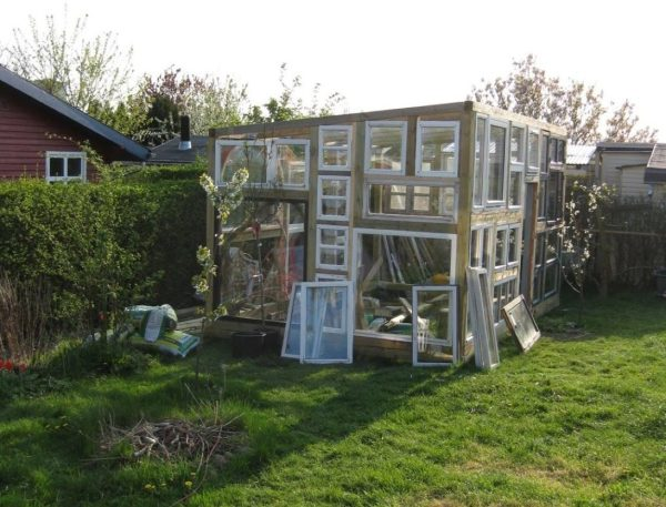 backyard-tiny-hobby-house-made-of-recycled-windows-001