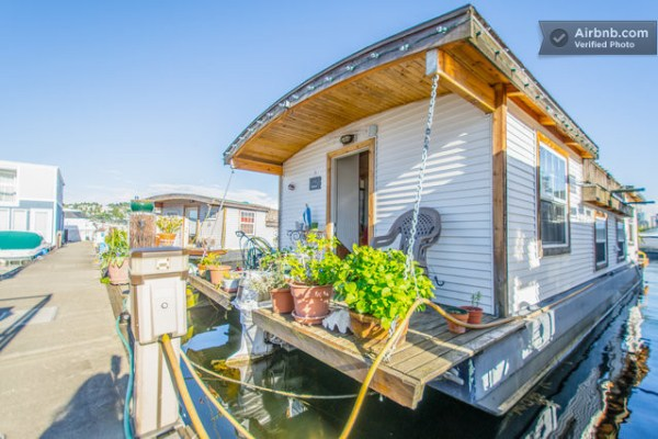 barge-tiny-house-airbnb-vacation-rental-05