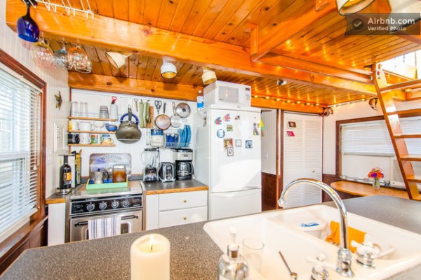 barge-tiny-house-airbnb-vacation-rental-08