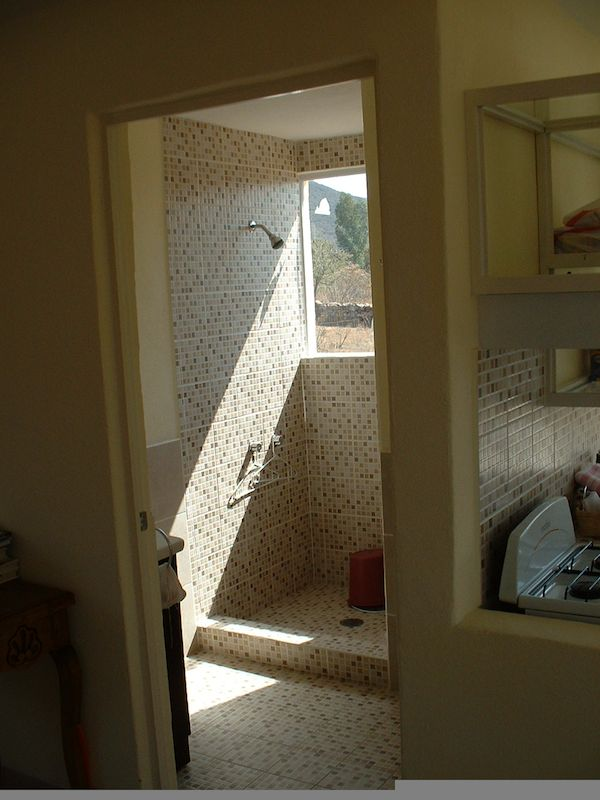 Nicely Tiled Bathroom in Small House