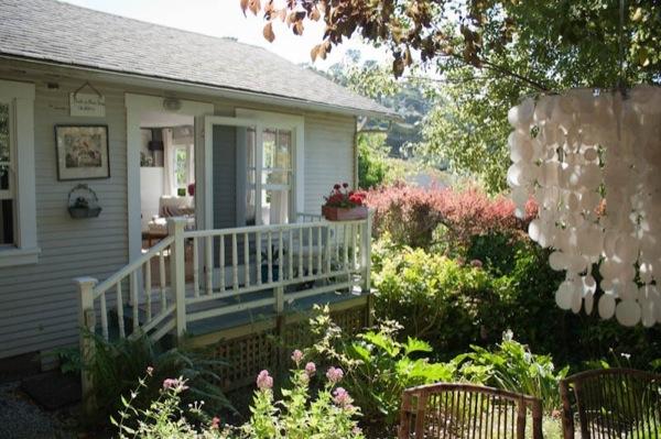 beth-tiny-california-cottage-04
