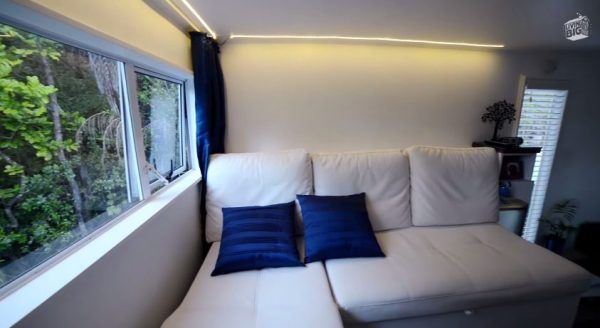 brenda-kellys-off-grid-shipping-container-tiny-house-007