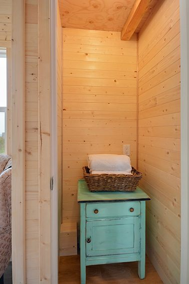 cabin-in-the-woods-tiny-house-by-tiny-living-homes-009