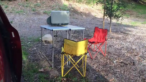 couple-convert-minivan-into-DIY-camper-004