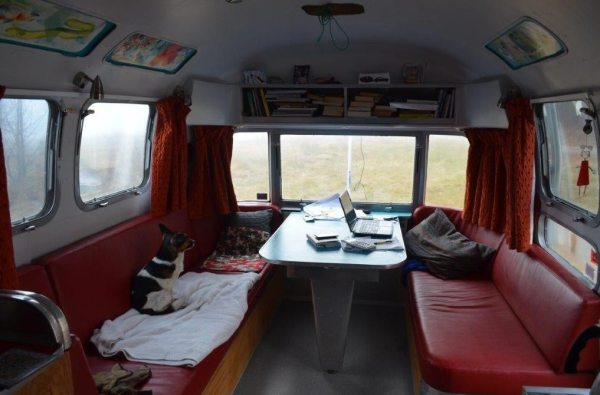 couple-tiny-living-in-an-airstream-tiny-home-0003