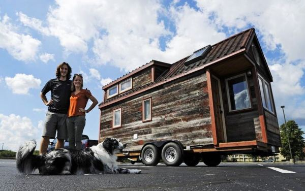 couple-traveling-nation-in-their-diy-tiny-house-on-wheels