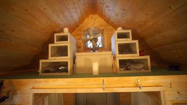 couples-off-grid-tiny-house-near-asheville-nc-010
