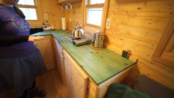 couples-off-grid-tiny-house-near-asheville-nc-011