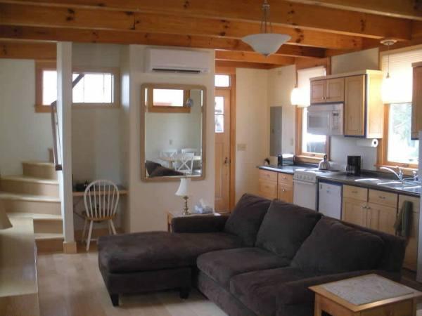 cozy-tiny-cottage-asheville-003