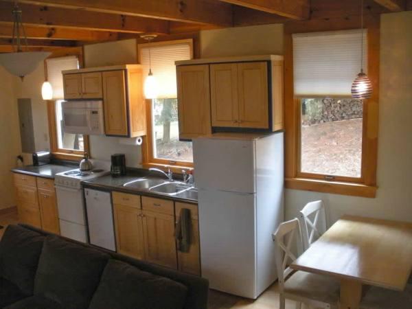cozy-tiny-cottage-asheville-004