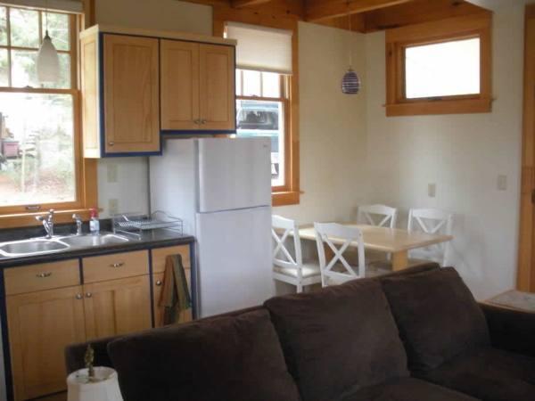 cozy-tiny-cottage-asheville-005