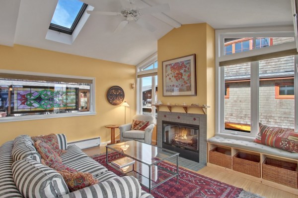 craftsman-style-portage-bay-float-house-living1-via-smallhousebliss