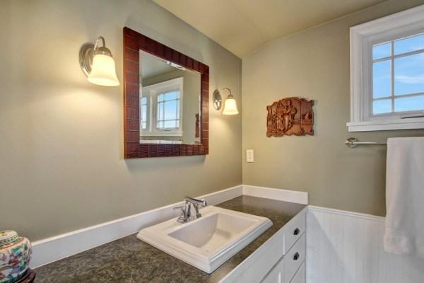 craftsman-style-portage-bay-float-house-master-bathroom1-via-smallhousebliss
