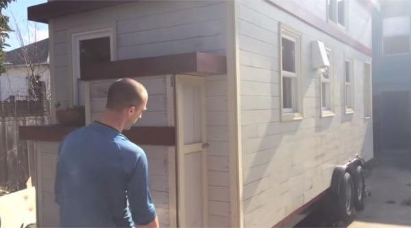 creative-tiny-house-on-wheels-with-two-sleeping-lofts-0018