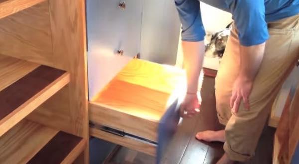 creative-tiny-house-on-wheels-with-two-sleeping-lofts-008